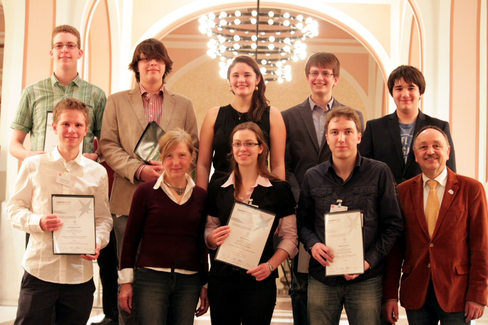 "Our successful young researchers with their supervisors Veronika Stein and Walter Stein at the state competition ""Jugend forscht"""