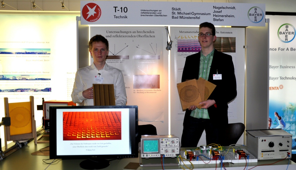 Josef Nagelschmidt and Stefan Heimersheim at their exhibit at the state contest